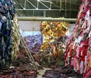 Переработка текстиля и его утилизация в России